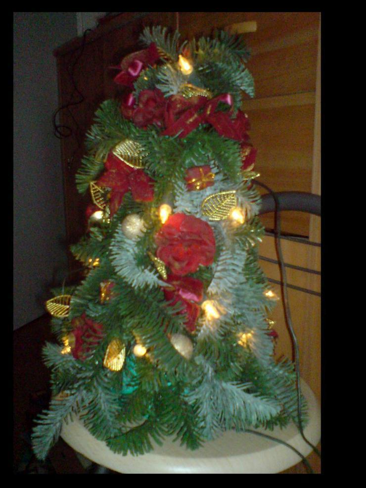 Weihnachtsbaum mit Beleuchtung - Pflanzen - Bild 1