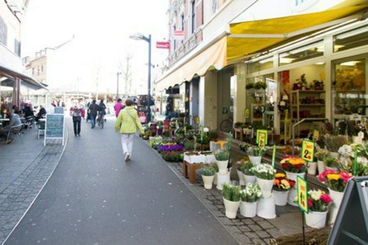 Bild 4: **HIER STEHEN SIE IM MITTELPUNKT! 1A-Lage, Kölner Str. (Fußgängerzone), Grev.-Mitte**