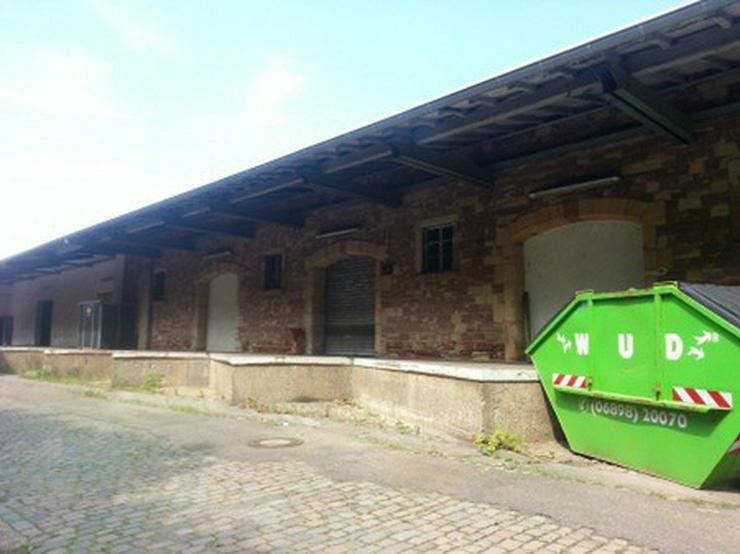 Bild 6: Büro mit Lagerhalle, Rampe, Gleisanschluß
