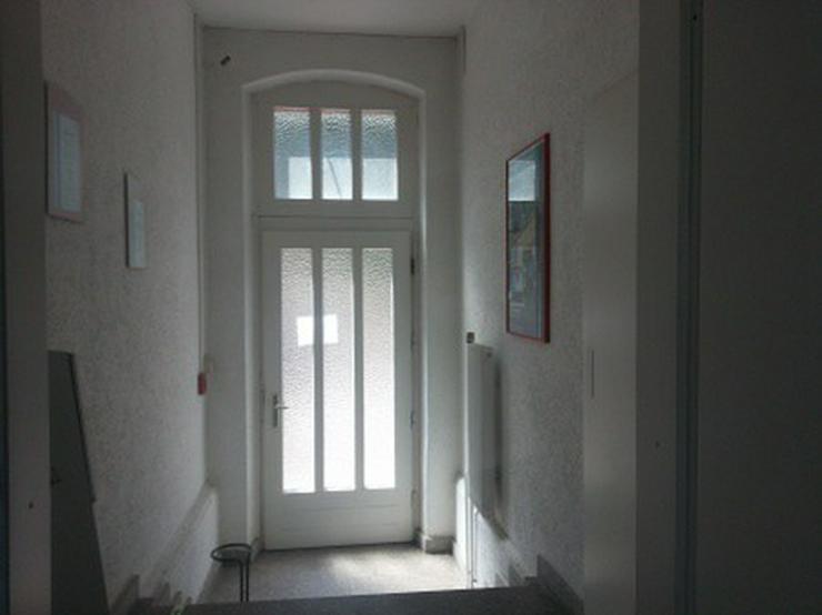 Bild 3: Büro mit Lagerhalle, Rampe, Gleisanschluß