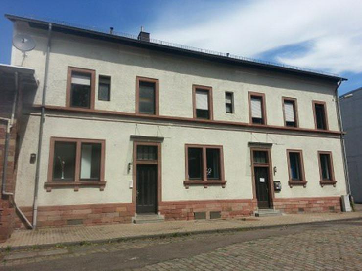 Bild 5: Büro mit Lagerhalle, Rampe, Gleisanschluß