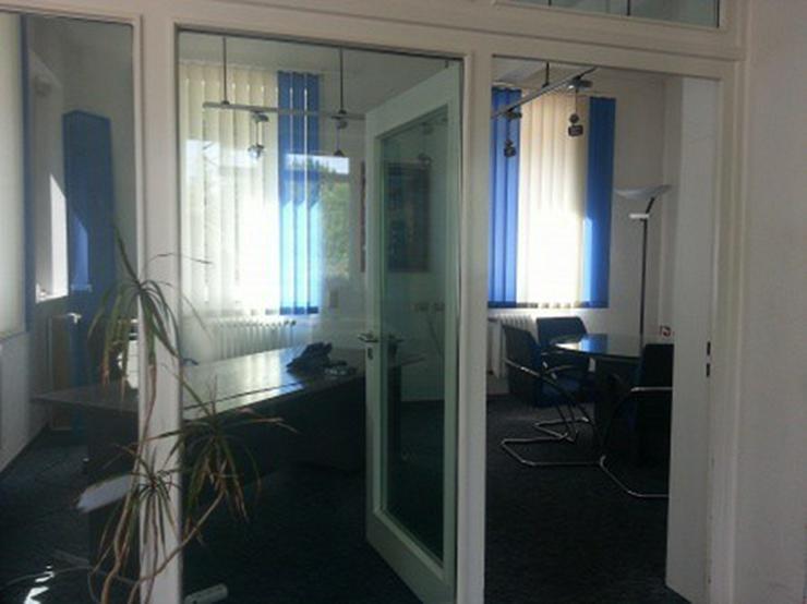 Bild 4: Büro mit Lagerhalle, Rampe, Gleisanschluß