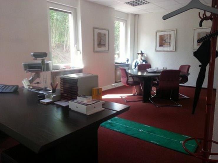 Bild 2: Helles, stilvoll eingerichtetes Büro