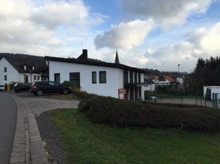 Geschäftshaus mit namhaftem Mieter in einer Teilfläche - Gewerbeimmobilie kaufen - Bild 1