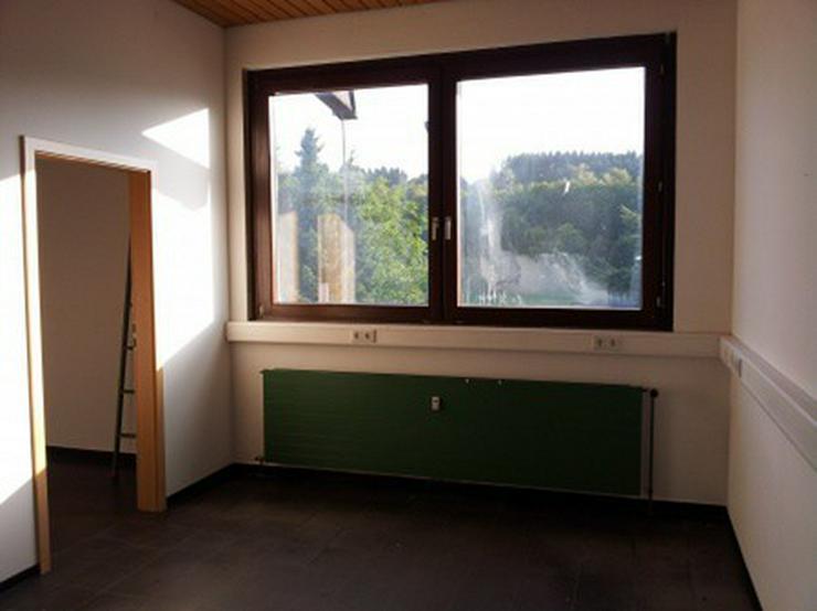 Bild 6: Geschäftshaus mit namhaftem Mieter in einer Teilfläche