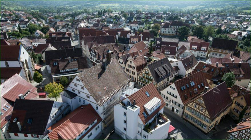 BEREITS 60% VERKAUFT: 3,5-Zimmer-Wohnung im Bau mit Ankleidezimmer und Balkon in Neuffen - Wohnung kaufen - Bild 1