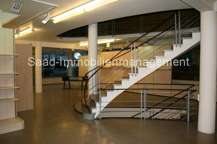 ***Modernisierte Gewerbeeinheit auf 3 Ebenen, ca. 900qm, mit großen Schaufensterfronten, ...