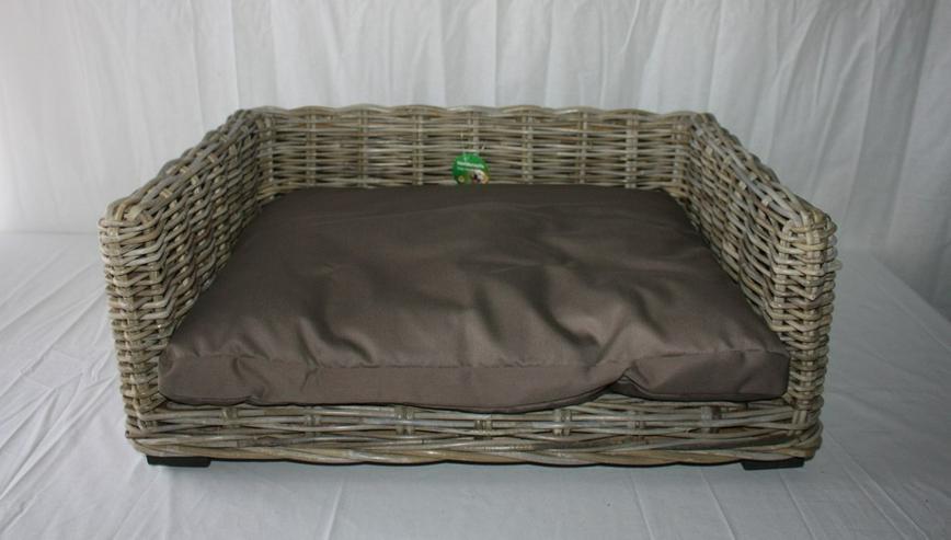 bilder zu luxus hundesofa aus rattan mit liegekissen in pottenstein waidach bayern auf. Black Bedroom Furniture Sets. Home Design Ideas
