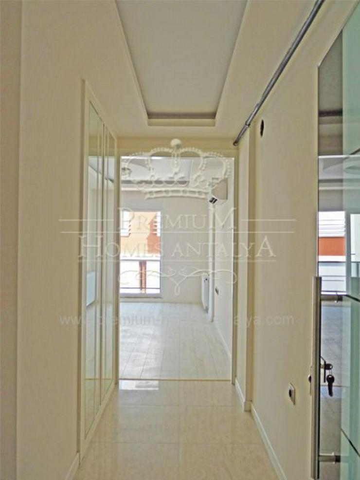 Bild 3: Designer Maisonette-Penthouse mit stilvollen Details in Meernähe