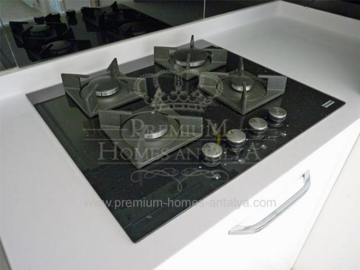 Bild 6: Designer Maisonette-Penthouse mit stilvollen Details in Meernähe