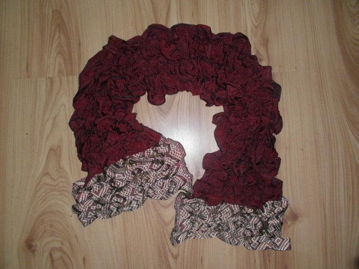 Neuer edler roter Schal mit schönem Muster