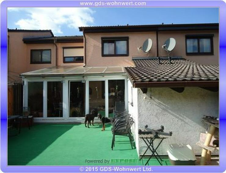 Chickes Einfamilienhaus (Reiheneckhaus) mit Garage und Wintergarten