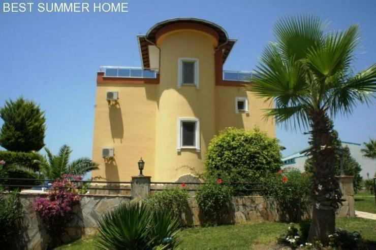 3 stöckige Villa mit Privatpool und großem Garten
