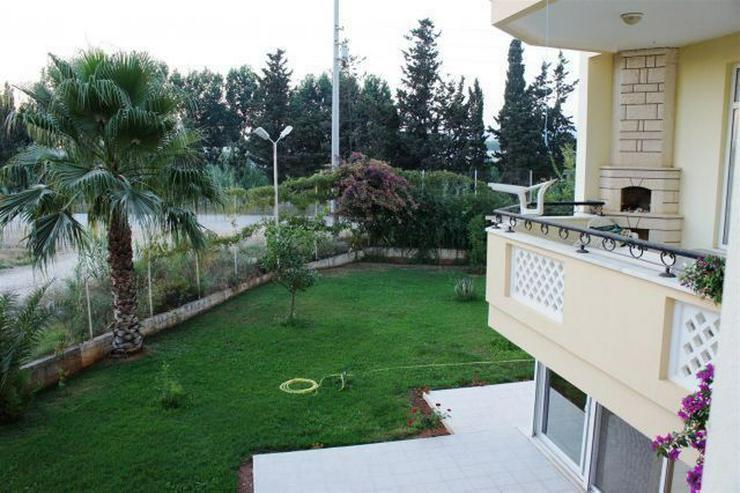 Bild 11: Reihenhaus in gepflegter Wohnanlage mit Pool.