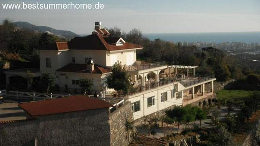 Großes Anwesen in Mahmutlar mit Privatpool und Meerblick und Pferdekoppel