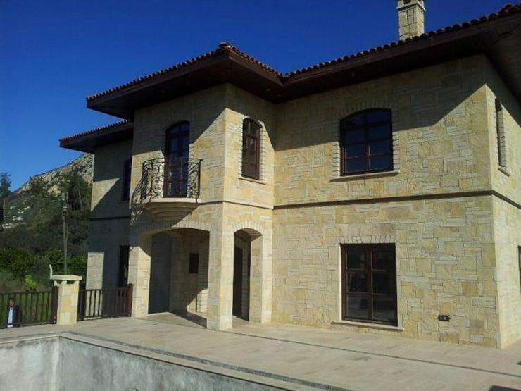 Bild 3: Domizil zum wohlfühlen mit 10.000 m² Grundstück - Prachtvolle Steinvilla -Luxus Pur