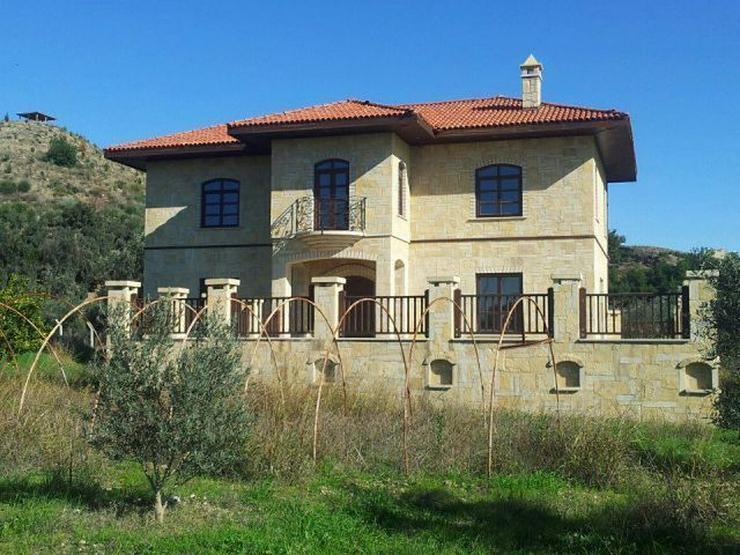 Domizil zum wohlfühlen mit 10.000 m² Grundstück - Prachtvolle Steinvilla -Luxus Pur