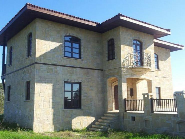 Bild 2: Domizil zum wohlfühlen mit 10.000 m² Grundstück - Prachtvolle Steinvilla -Luxus Pur