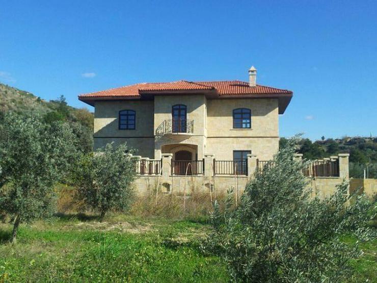 Bild 6: Domizil zum wohlfühlen mit 10.000 m² Grundstück - Prachtvolle Steinvilla -Luxus Pur