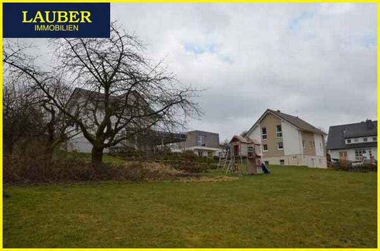 Bild 4: LAUBER IMMOBILIEN: Großes Baugrundstück mit 2. Zufahrt und weiterer Bebauung in SLÜ-Nie...