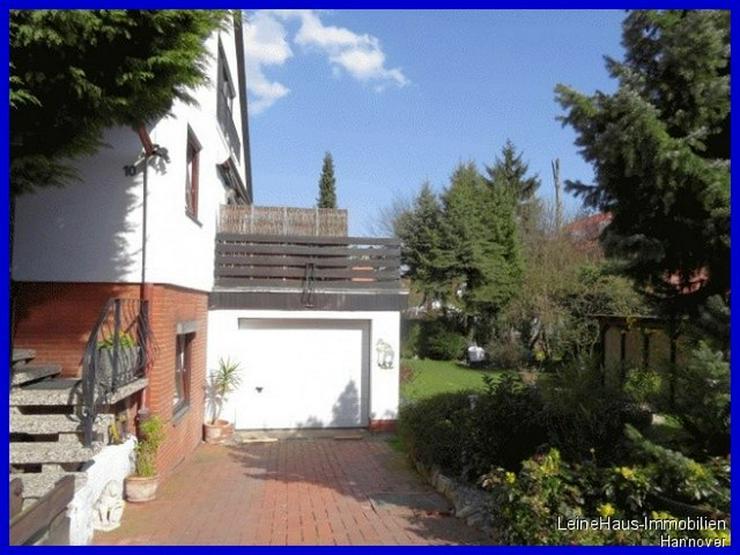 Bild 3: Freistehendes Einfamilienhaus mit großzügigem Garten und Dachterrasse