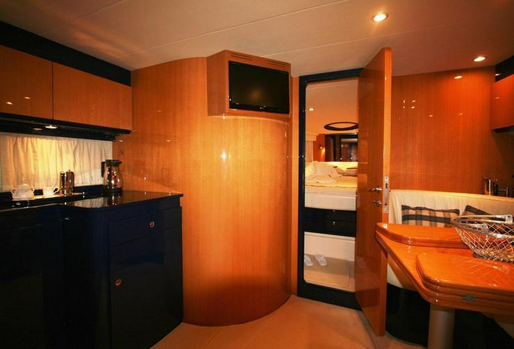 Bild 3: Italienische Luxus-Yacht