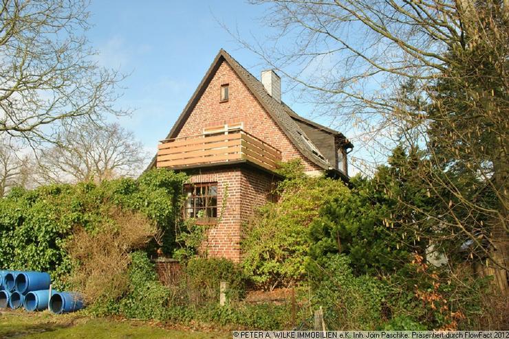 Bild 2: CHARMANTES kleines HAUS mit geschütztem Hofgrundstück und Statteldach-GARAGE
