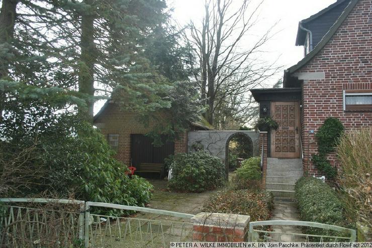 Bild 4: CHARMANTES kleines HAUS mit geschütztem Hofgrundstück und Statteldach-GARAGE