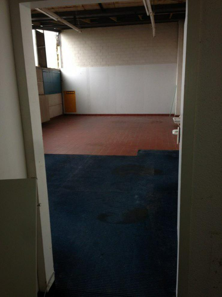 Bild 6: Praktische Halle mit angeschlossenem Verkaufsraum