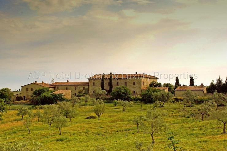 Romantisches imposantes Herrenhaus Hügel Anwesen bei Volterra mit Suiten und Zimmern zu k...