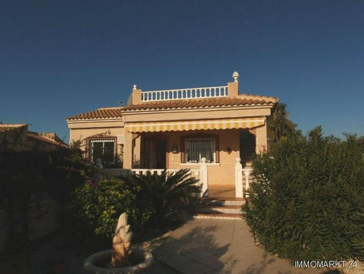 Hübsche Villa mit Gemeinschaftspool Nähe Golfplatz - Bild 1