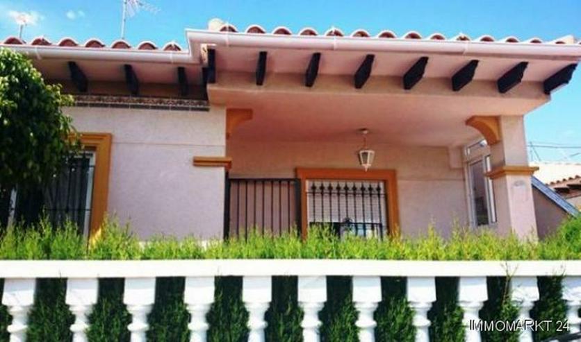 Quattrohaus mit Gemeinschaftspool - Haus kaufen - Bild 1