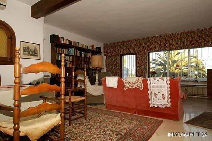 Bild 3: Große renovierungsbedürftige Villa mit Potential