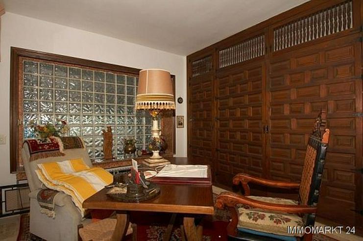 Bild 4: Große renovierungsbedürftige Villa mit Potential