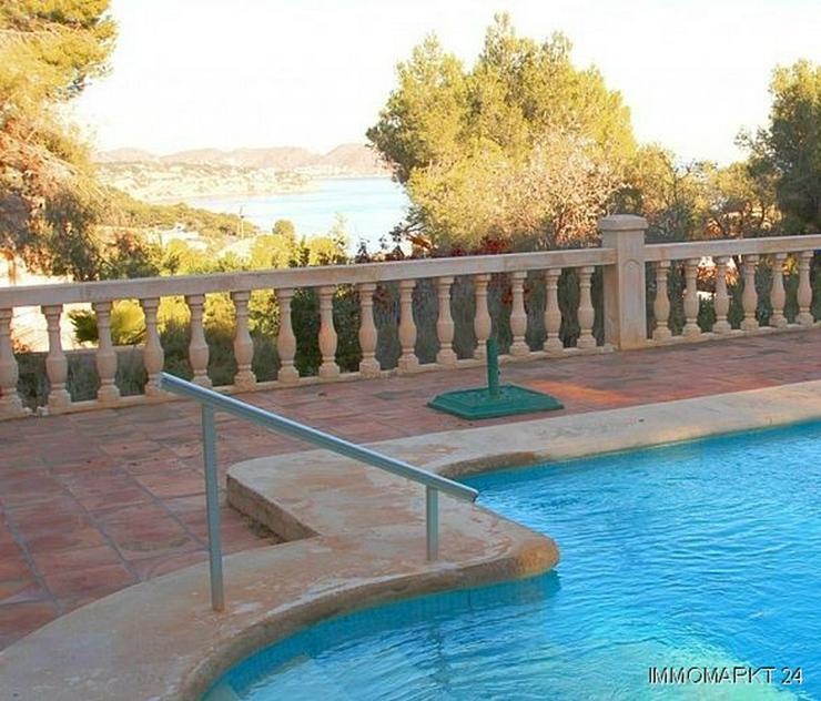 Bild 2: Großzügige Landhaus-Villa im Finca-Stil mit Meerblick
