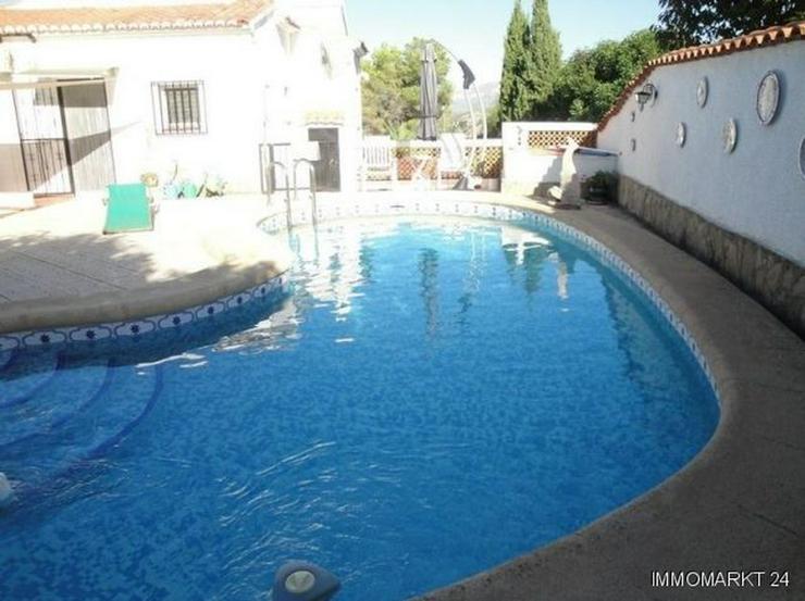 Bild 4: Villa mit Pool in ruhiger Lage