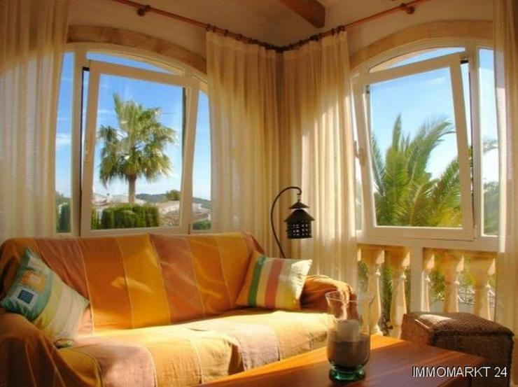 Bild 4: Villa mit Pool und Panoramablick
