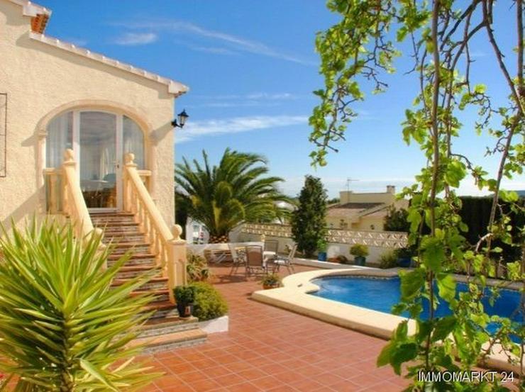 Bild 3: Villa mit Pool und Panoramablick