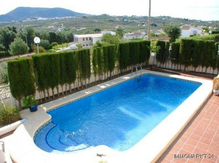 Bild 6: Villa mit Pool und Panoramablick
