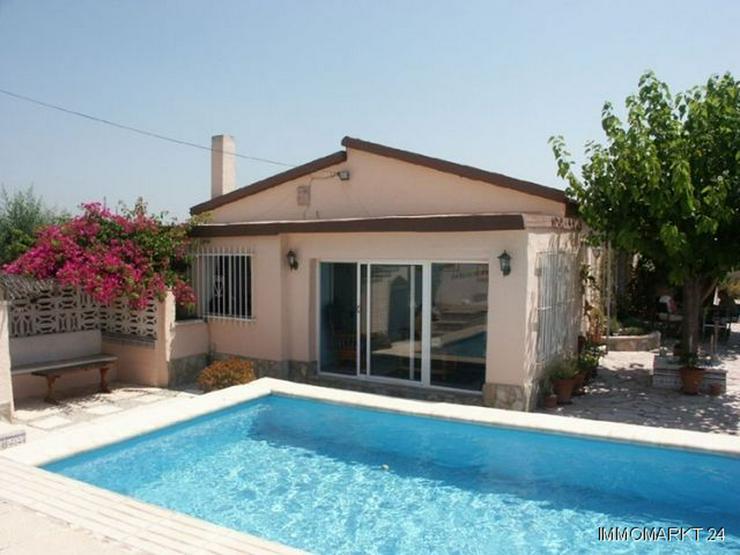 Landhaus-Villa mit Pool und Sommerküche - Haus kaufen - Bild 1