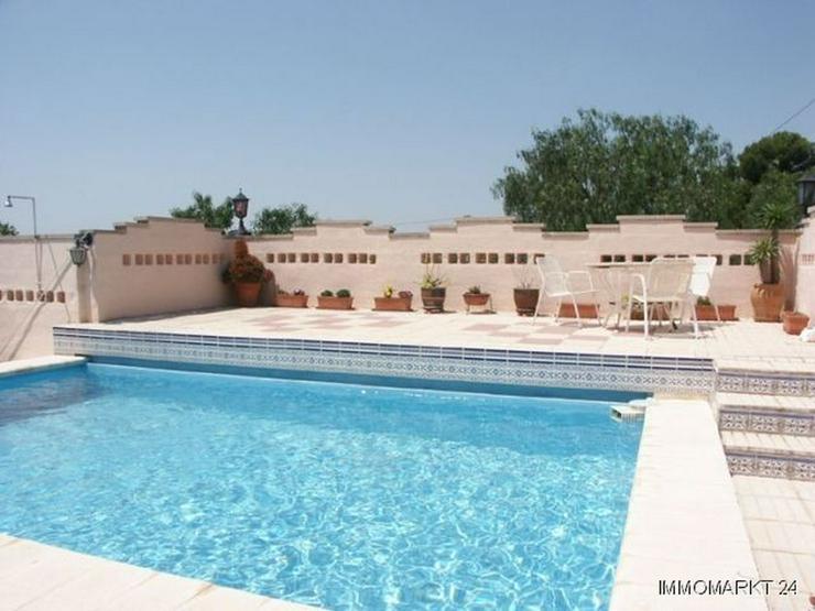 Bild 3: Landhaus-Villa mit Pool und Sommerküche