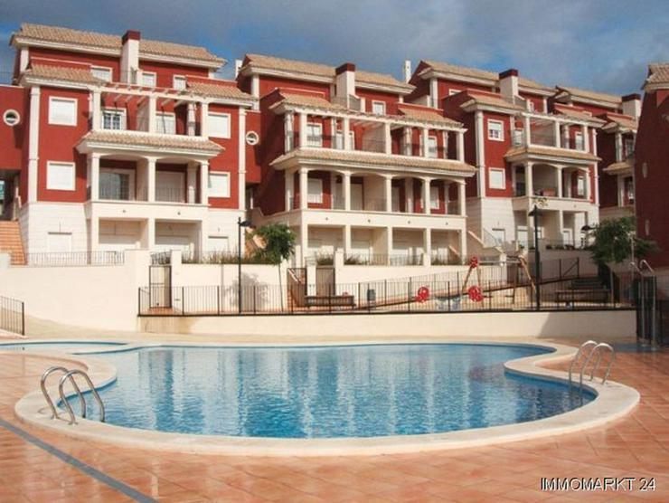 Überaus großzügige Einfamilienhäuser mit 6 Schlafzimmern ca. 1 km vom Strand - Bild 1