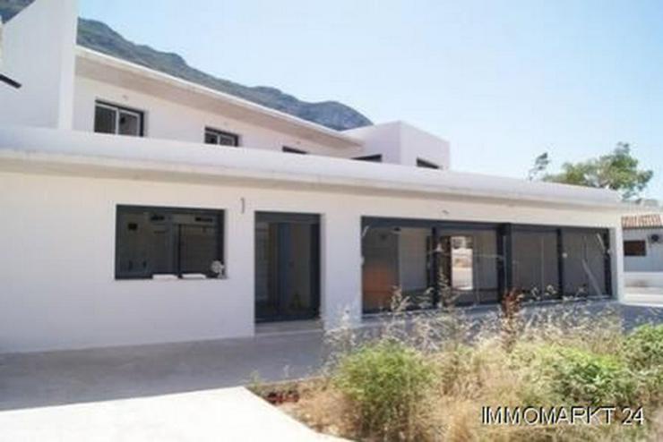 Villa im Ibiza-Stil mit Meerblick - Haus kaufen - Bild 1