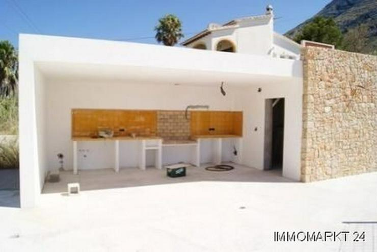 Bild 6: Villa im Ibiza-Stil mit Meerblick