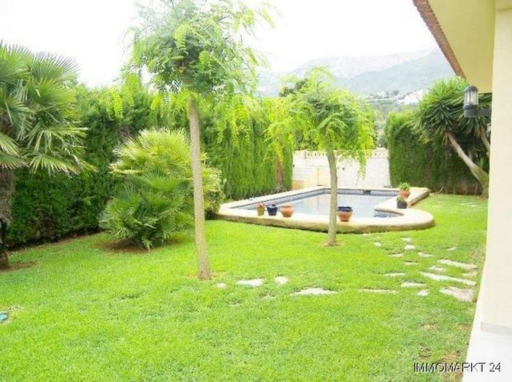 Bild 3: Komfortable Villa mit Pool