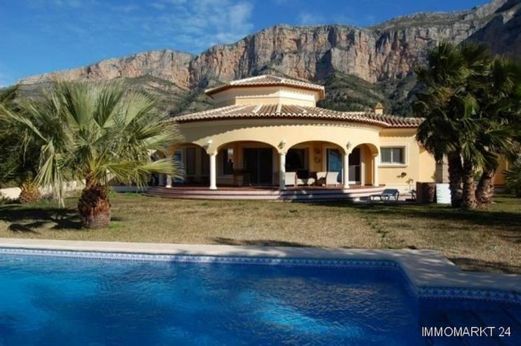 Sehr schöne Villa mit Blick auf die Berge - Haus kaufen - Bild 1