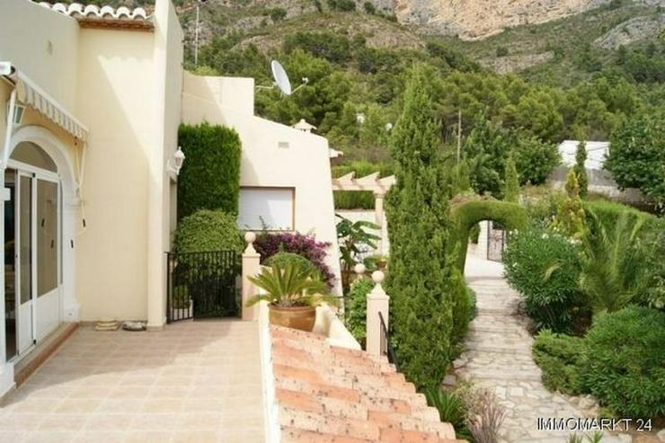 Villa mit Pool und Gästeappartement - Bild 1