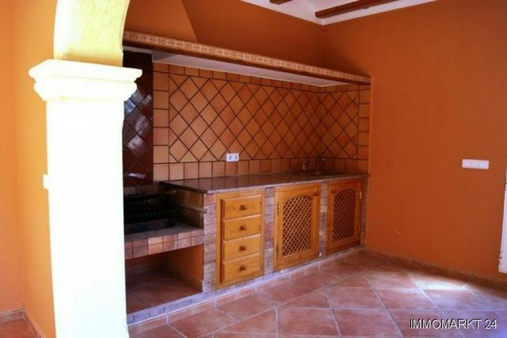 Bild 6: Großzügige Villa mit Pool und Garage