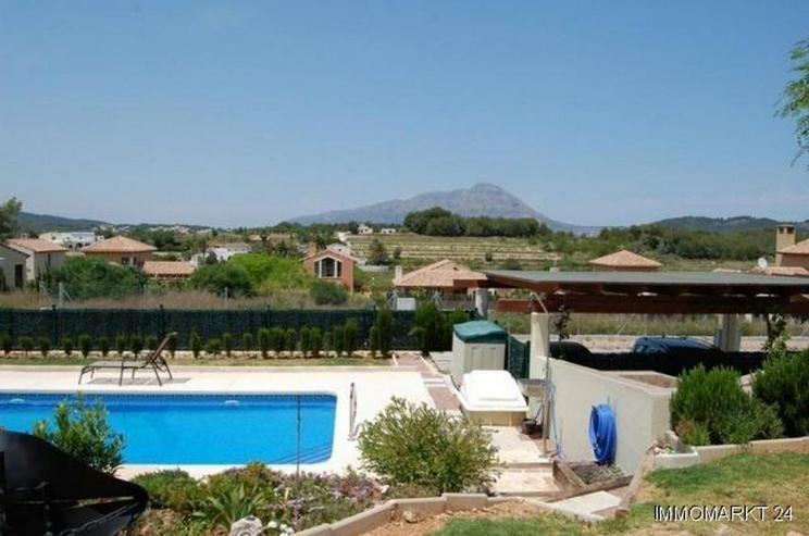 Bild 4: Moderne Villa mit Pool
