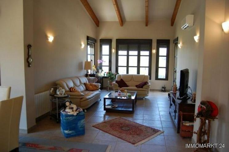Bild 3: Moderne Villa mit Pool